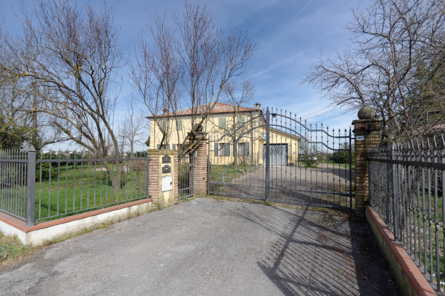 Vai alla scheda: Casa indipendente Vendita - Ravenna (RA) - Codice -3249