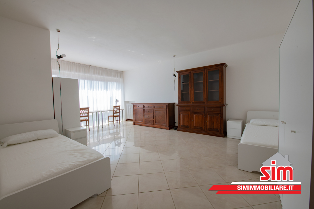 Appartamento, 134 Mq, Affitto - Novara (Novara)