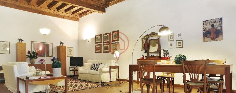 Appartamento in vendita a Lucca, 8 locali, prezzo € 550.000 | Cambio Casa.it