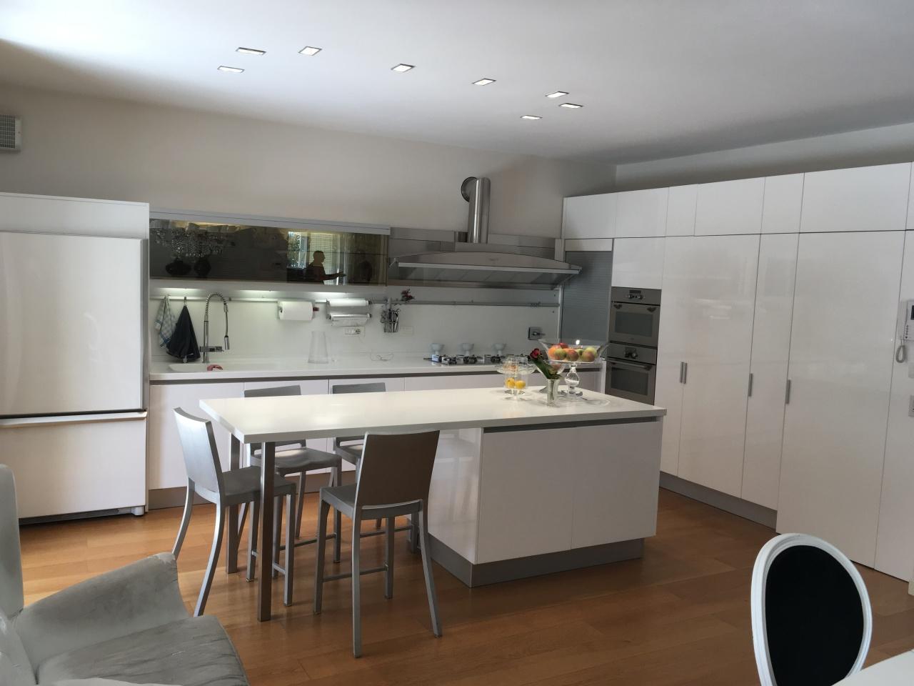 Villa in vendita a Pontedera, 10 locali, prezzo € 790.000 | Cambio Casa.it