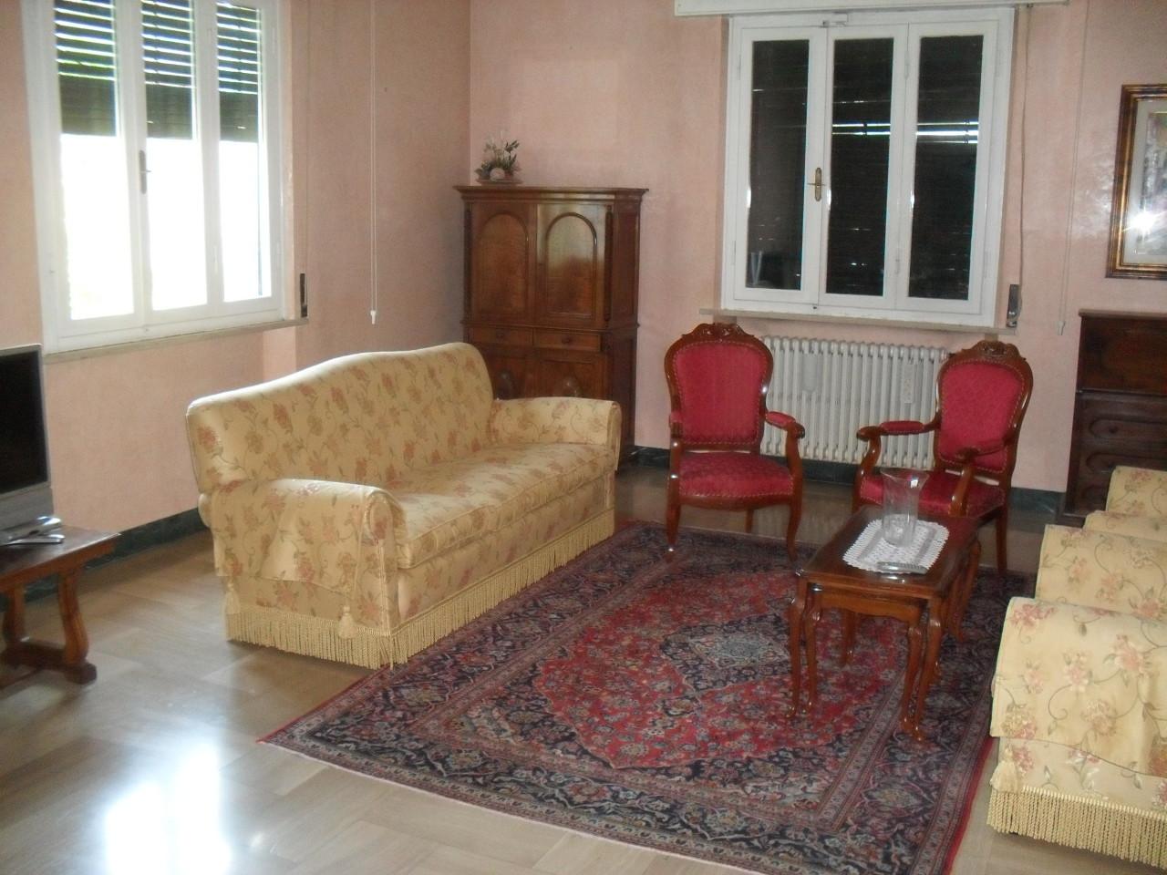 Villa in vendita a Pontedera, 7 locali, Trattative riservate | Cambio Casa.it
