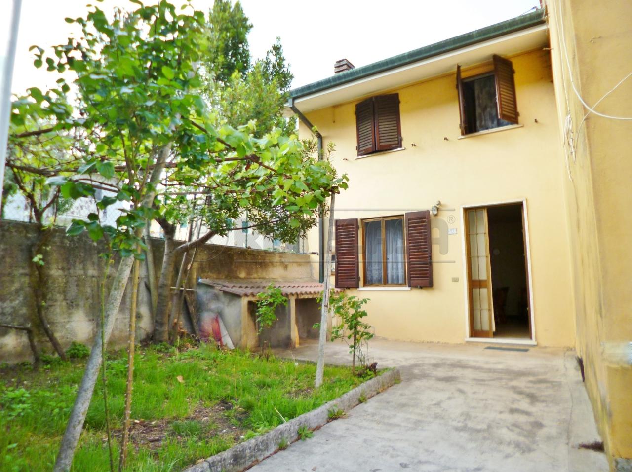 Soluzione Semindipendente in vendita a Montebello Vicentino, 5 locali, prezzo € 75.000 | Cambio Casa.it