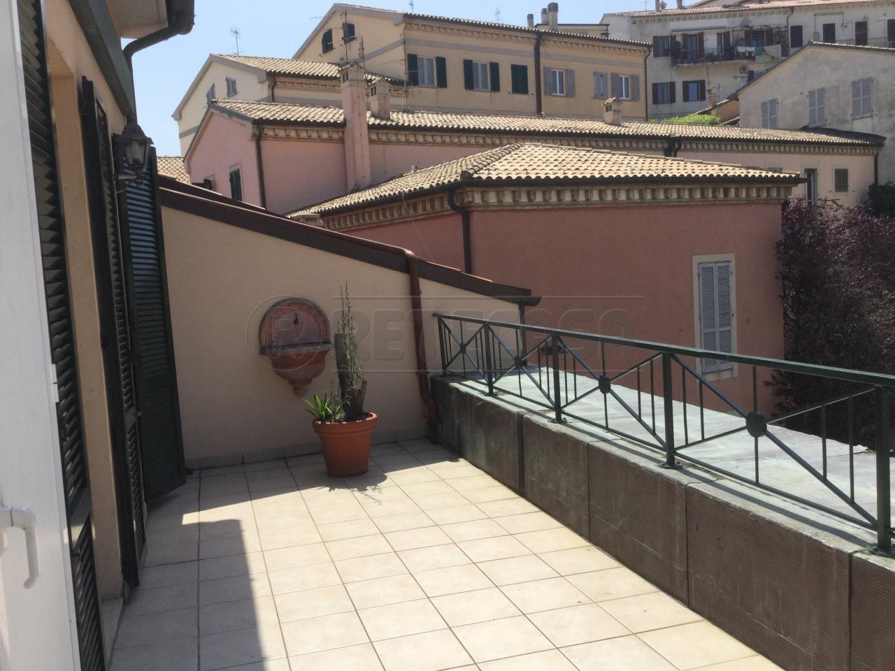 Appartamento 6 locali in affitto a Ancona (AN)