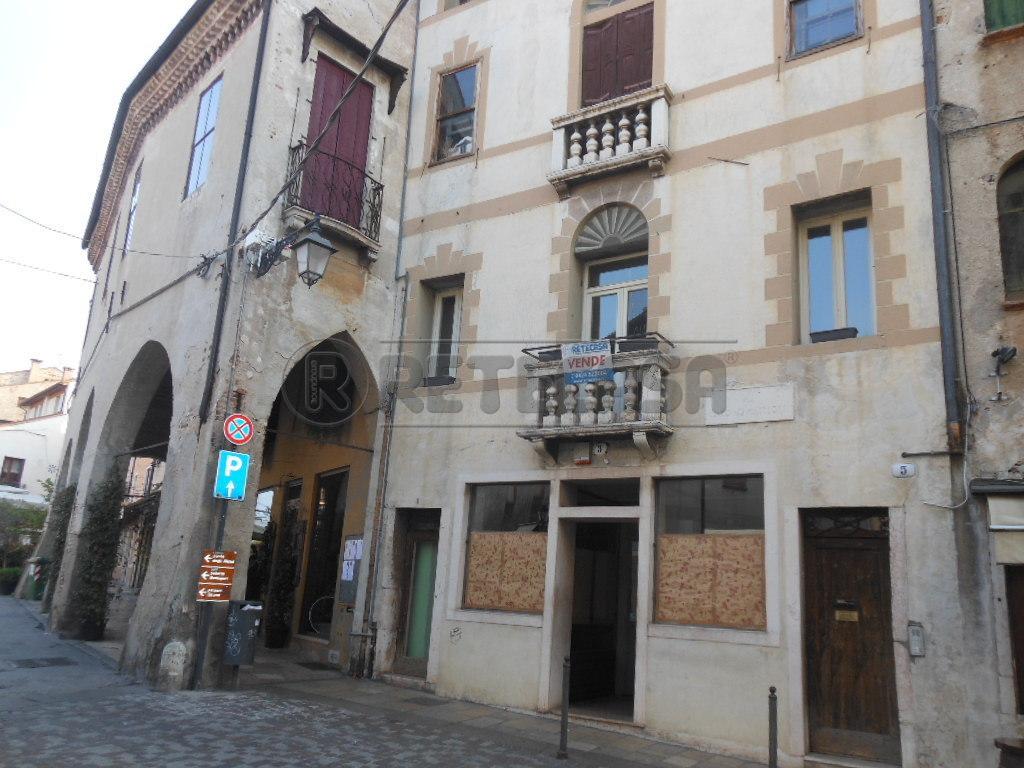Negozio / Locale in vendita a Bassano del Grappa, 5 locali, prezzo € 620.000 | Cambio Casa.it