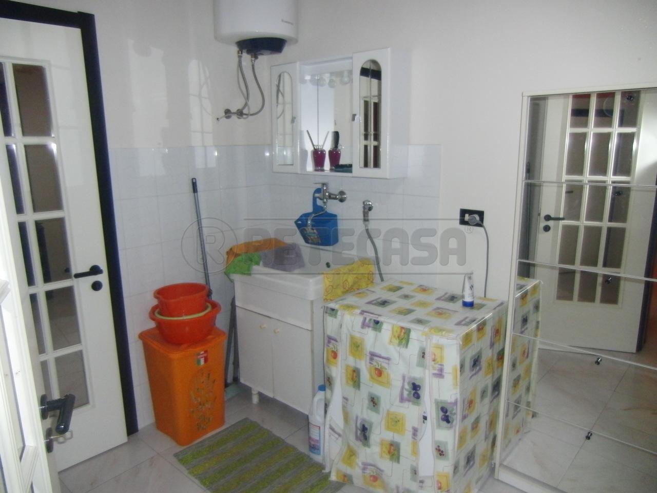 Soluzione Indipendente in vendita a Siracusa, 4 locali, prezzo € 80.000   Cambio Casa.it