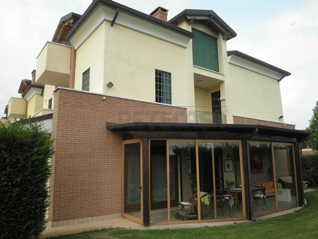 Villa in Vendita a Monticello Conte Otto