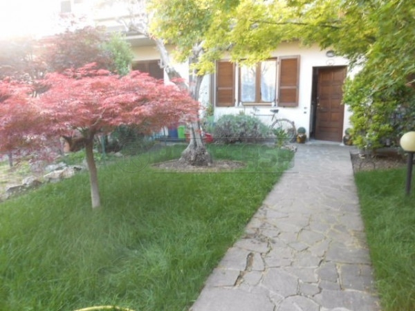 Soluzione Semindipendente in vendita a Orio al Serio, 5 locali, prezzo € 250.000 | Cambio Casa.it