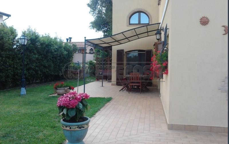 Rustico / Casale in Vendita a Osimo