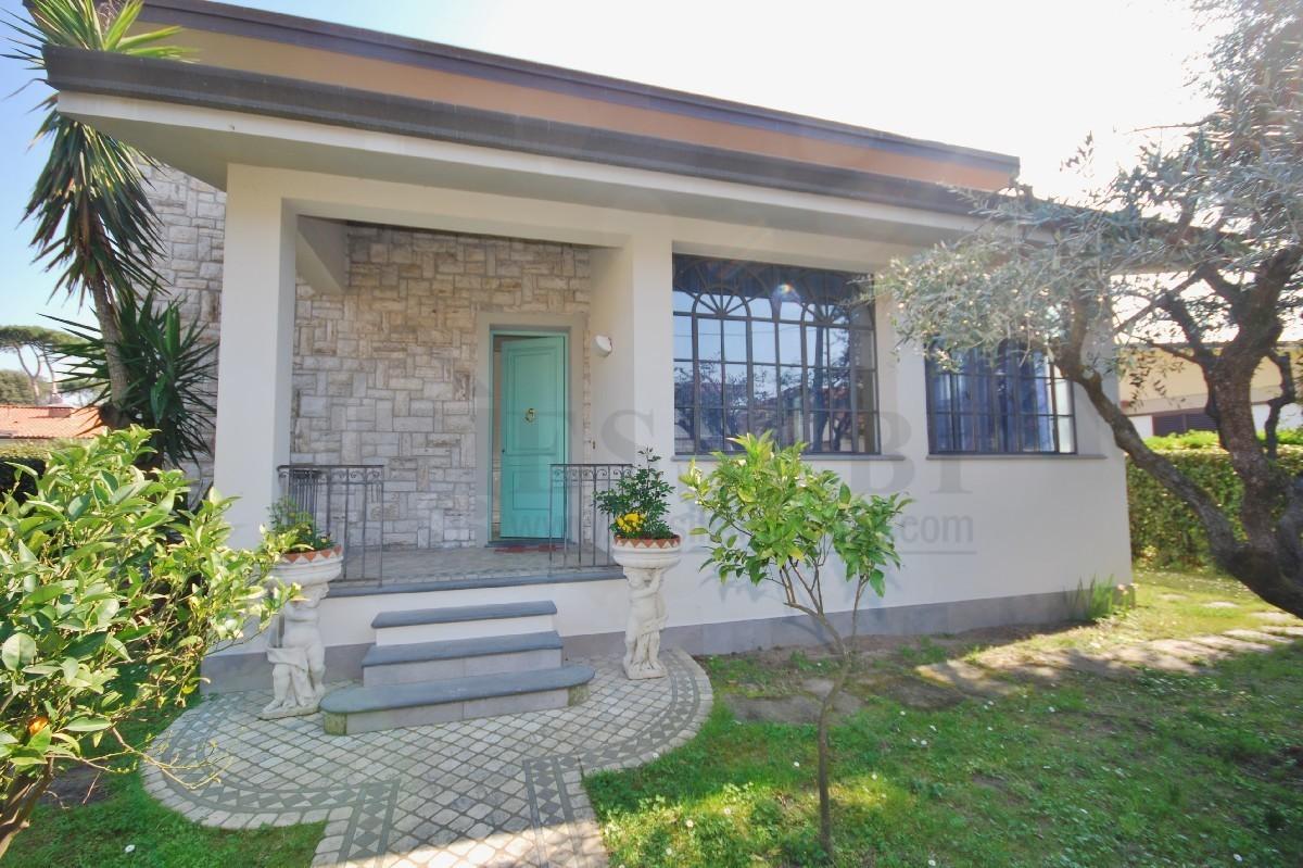 Villa in affitto a Pietrasanta, 7 locali, Trattative riservate | CambioCasa.it