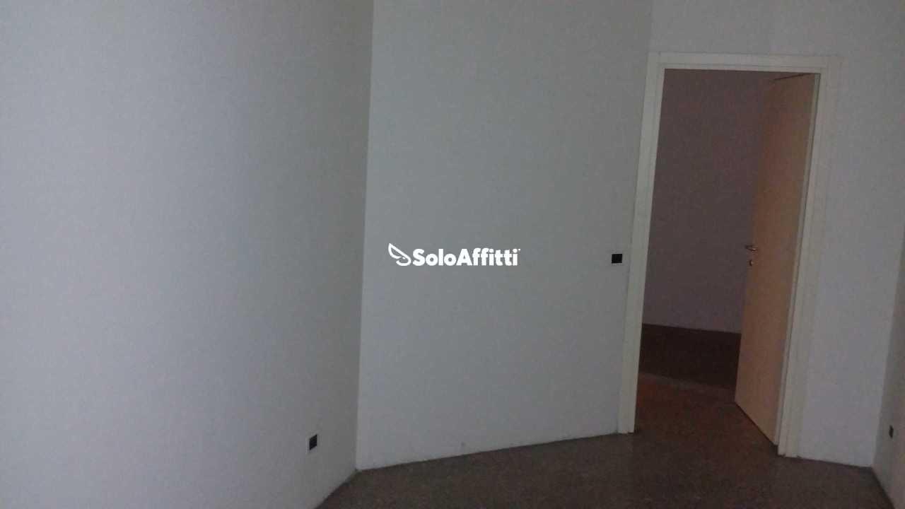 Ufficio diviso in ambienti/locali in affitto - 90 mq