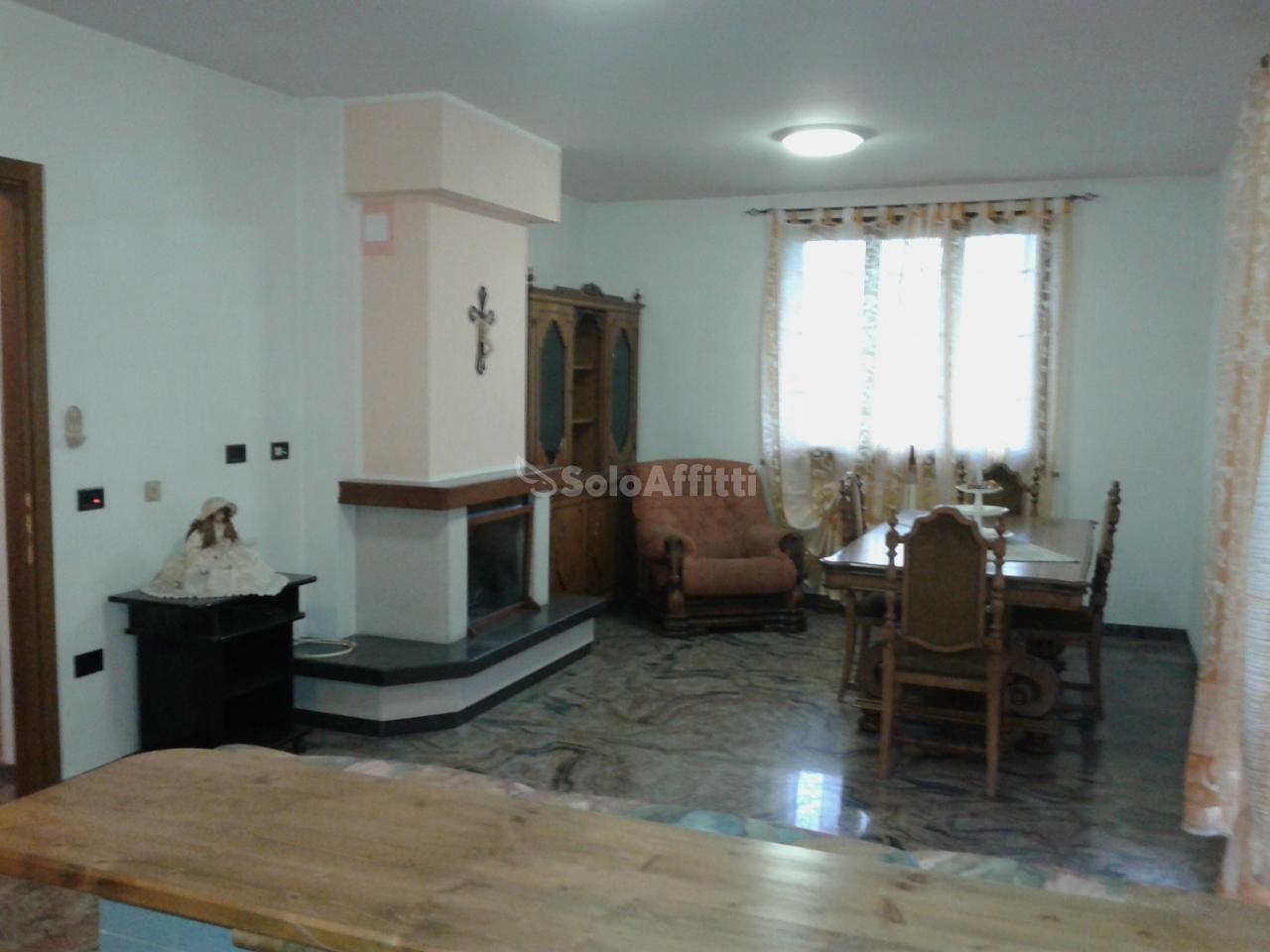 Appartamento trilocale in affitto a Mercatino Conca (PU)