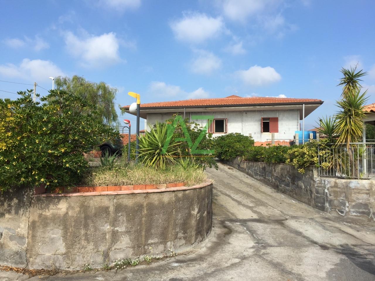 Villa in vendita a Belpasso, 4 locali, prezzo € 135.000 | Cambio Casa.it