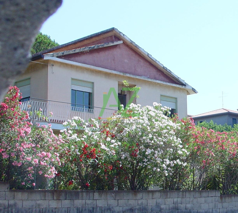 Villa in vendita a Belpasso, 5 locali, prezzo € 170.000 | Cambio Casa.it
