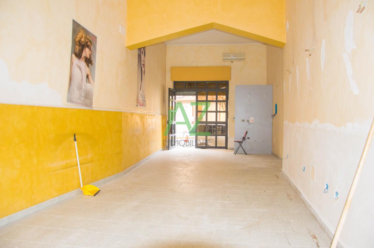 Negozio / Locale in affitto a Aci Catena, 3 locali, prezzo € 300 | Cambio Casa.it