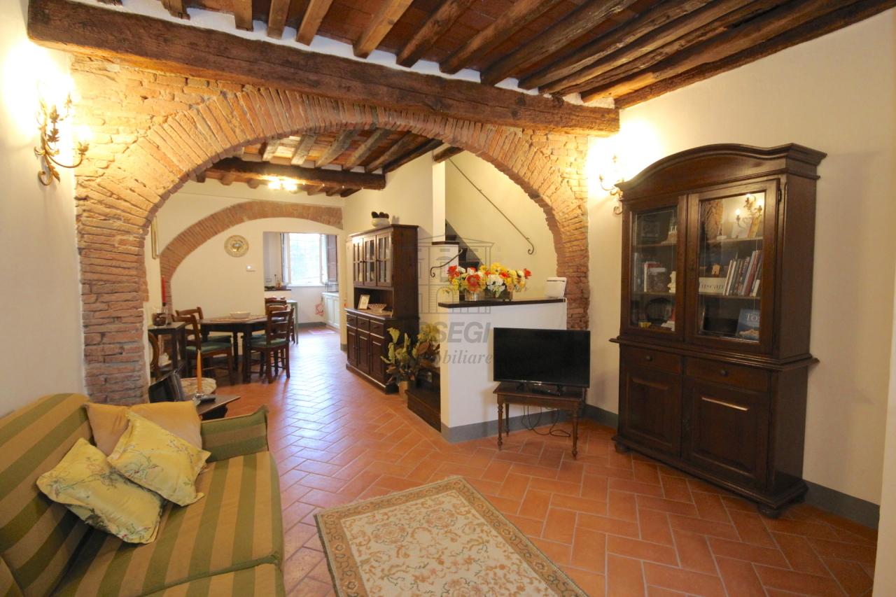 Appartamento Lucca Centro storico IA03309 img 4