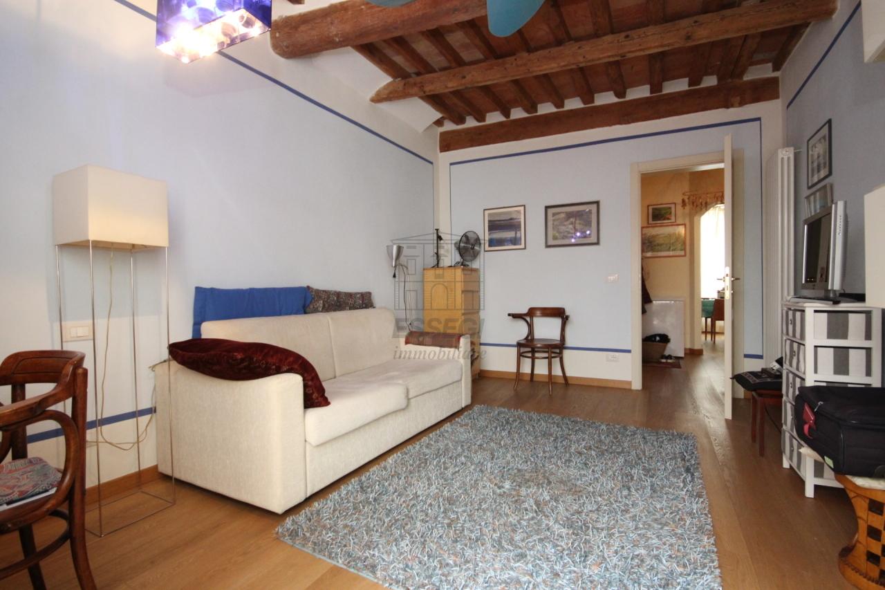 Lucca casa in centro storico totalmente ristrutturata piano primo  img 9