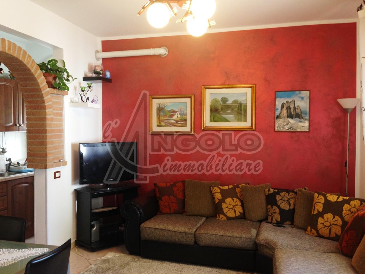 Appartamento in vendita a Occhiobello, 4 locali, prezzo € 58.000   Cambio Casa.it