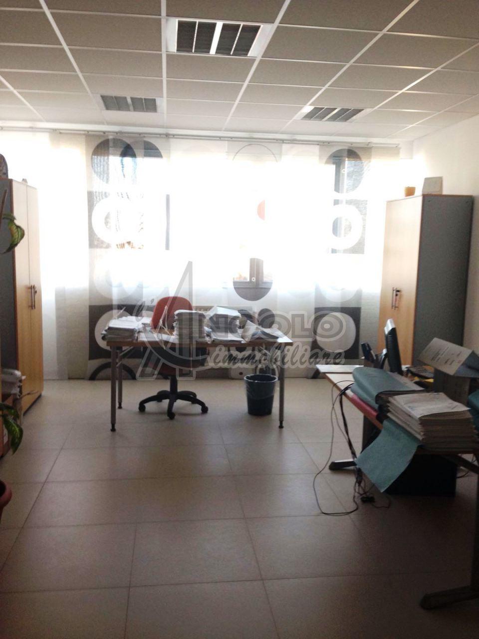 Ufficio / Studio in affitto a Occhiobello, 3 locali, prezzo € 650 | Cambio Casa.it