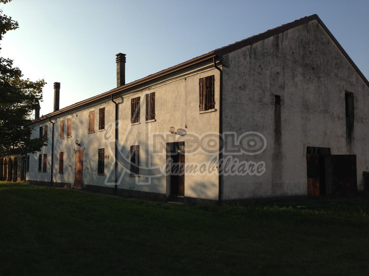 Rustico / Casale in vendita a Stienta, 9999 locali, prezzo € 150.000 | Cambio Casa.it