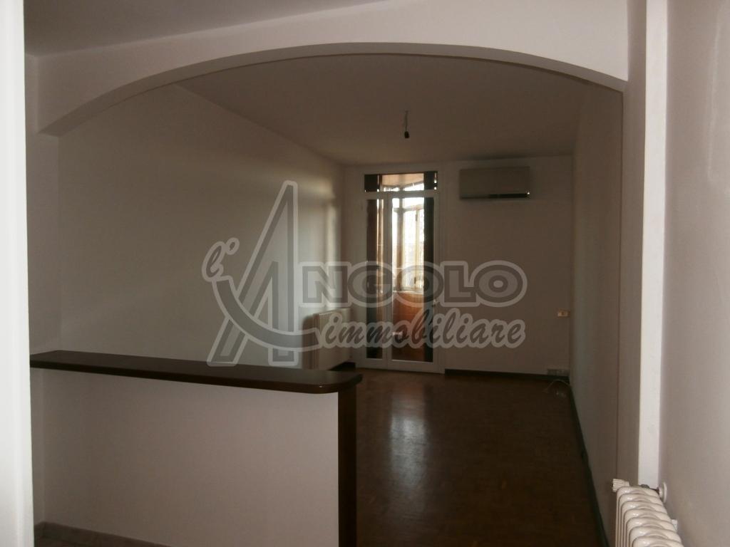 Monolocale in affitto - 103 mq