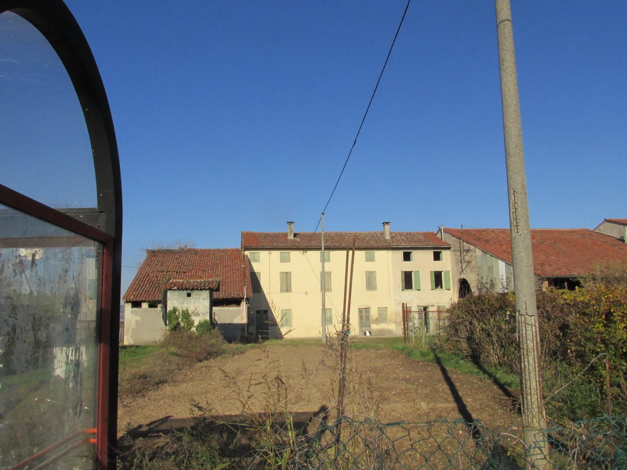 Appartamento in vendita a Lonigo, 8 locali, prezzo € 79.000   Cambio Casa.it