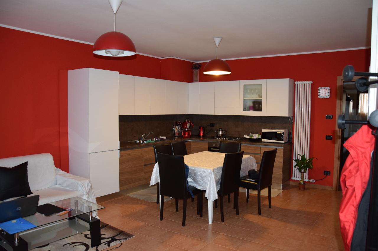 Appartamento in vendita a Veronella, 4 locali, prezzo € 75.000 | CambioCasa.it
