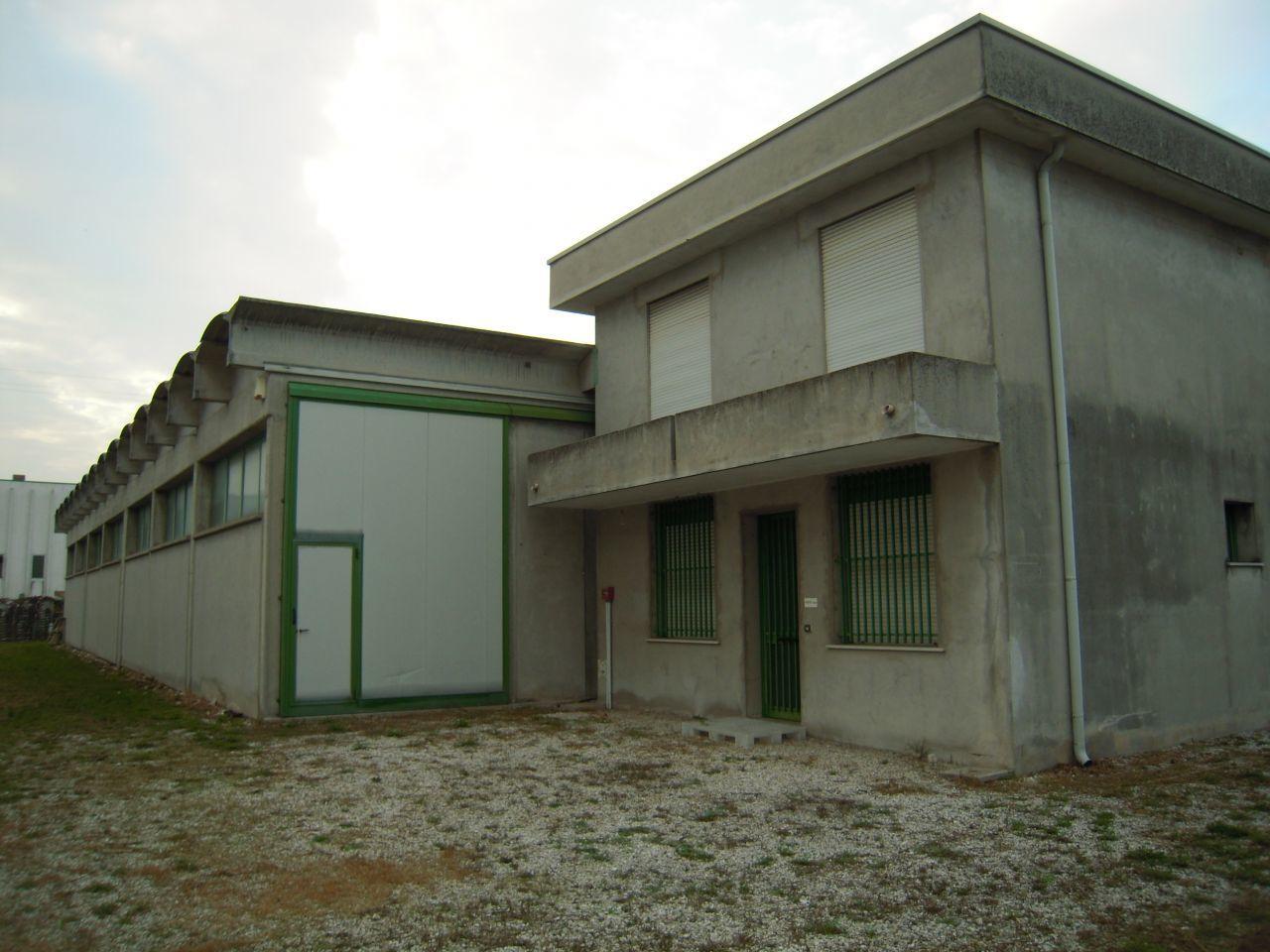 Capannone in vendita a Castelfranco Veneto, 3 locali, prezzo € 360.000 | CambioCasa.it