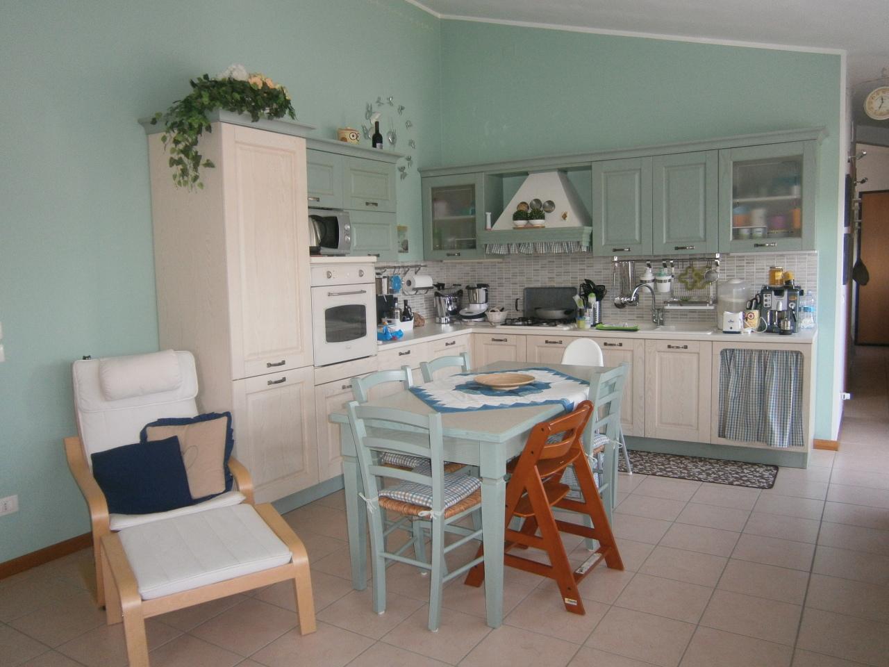 Appartamento in vendita a Lonigo, 4 locali, prezzo € 108.000   CambioCasa.it