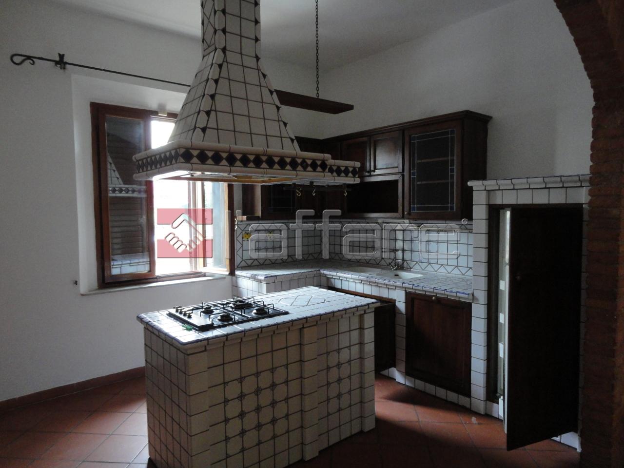 Soluzione Indipendente in affitto a Ponsacco, 8 locali, prezzo € 900 | Cambio Casa.it