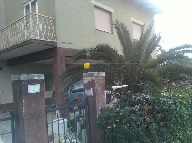 Soluzione Indipendente in vendita a Osimo, 8 locali, prezzo € 180.000 | Cambio Casa.it