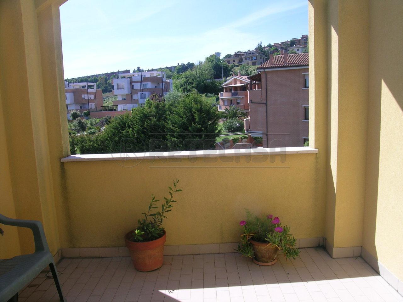 Trilocale in vendita a Ancona in Via Cimetta