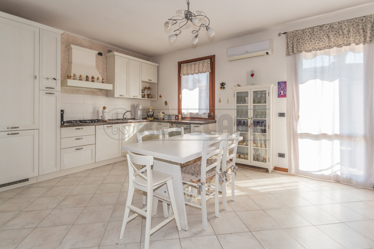 Appartamento in vendita a Bolzano Vicentino, 3 locali, prezzo € 130.000 | Cambio Casa.it