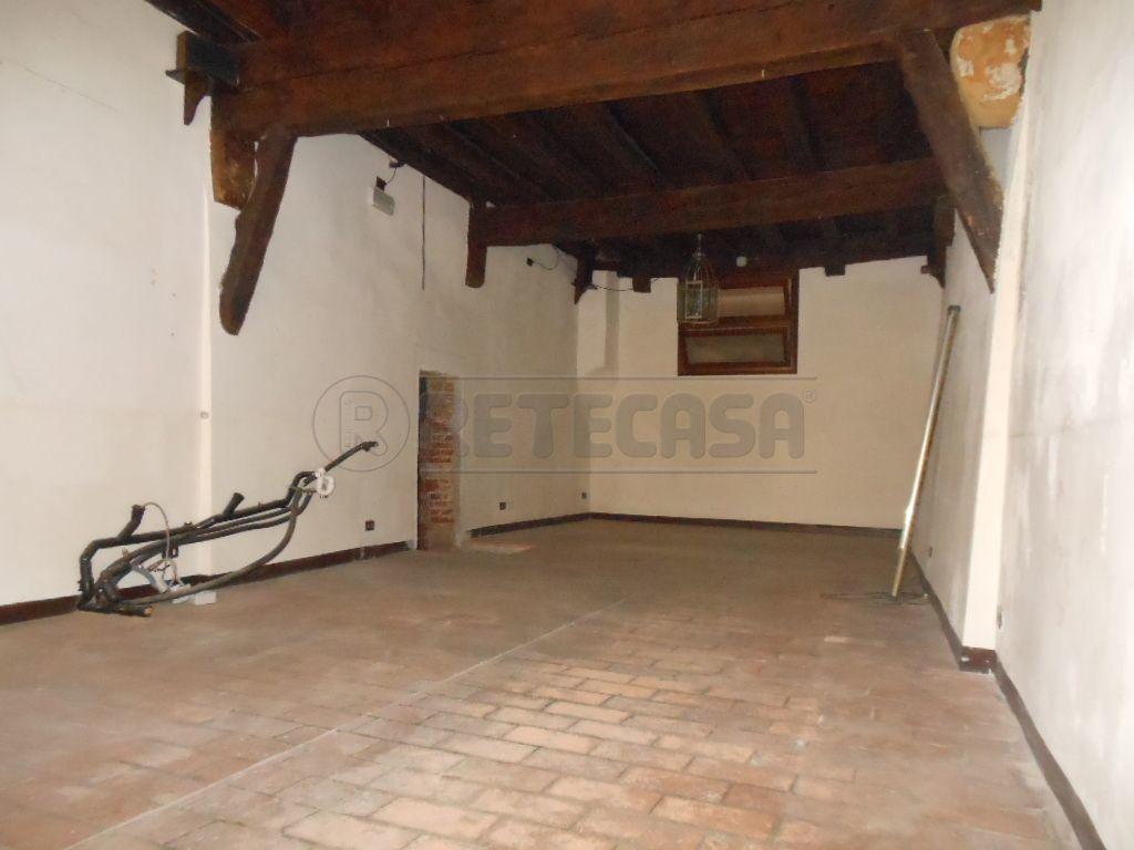 Negozio / Locale in affitto a Bassano del Grappa, 2 locali, prezzo € 1.500 | Cambio Casa.it