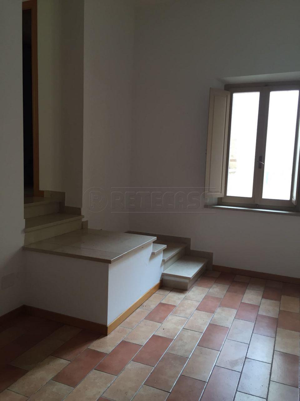 Appartamento in affitto a Osimo, 6 locali, prezzo € 550 | Cambio Casa.it