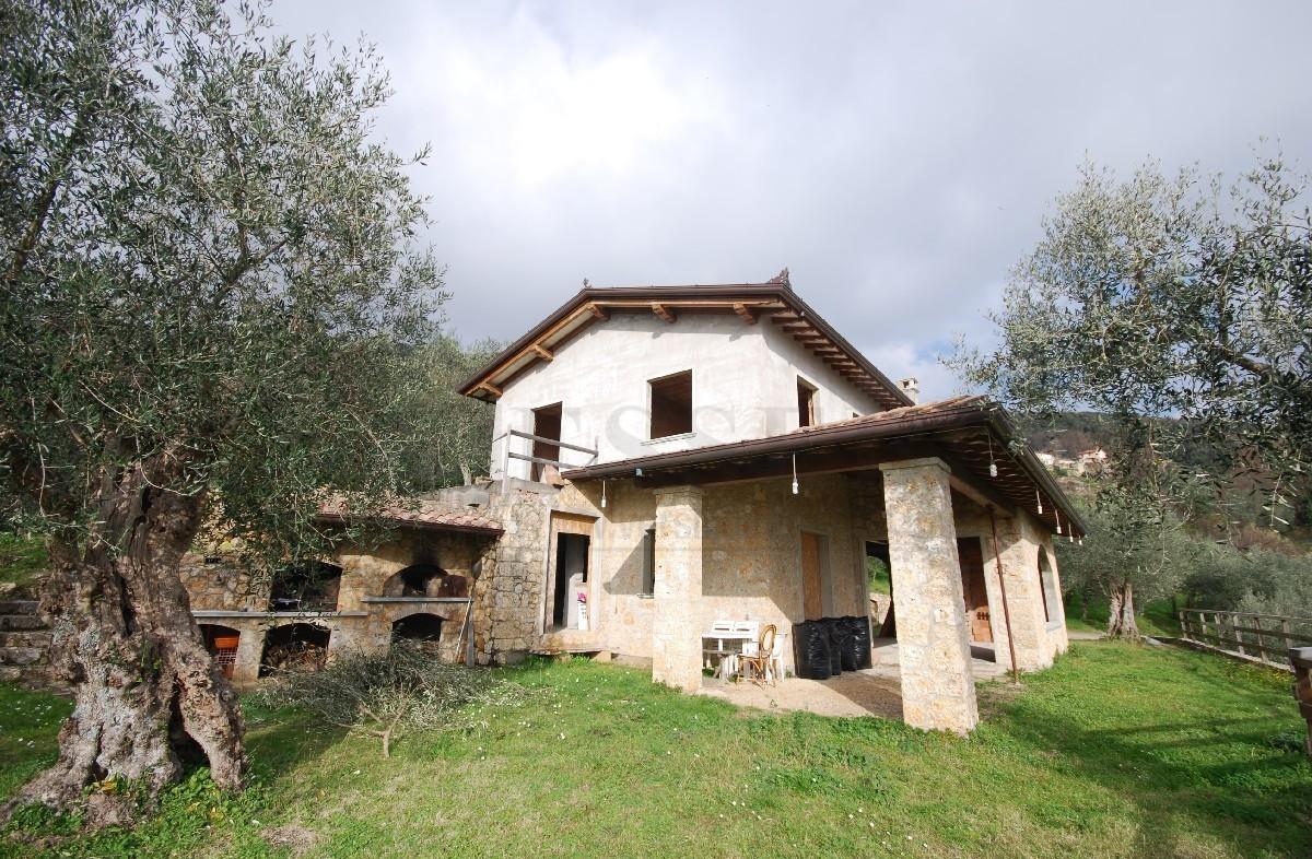 Rustico / Casale in vendita a Pietrasanta, 9 locali, prezzo € 750.000 | Cambio Casa.it