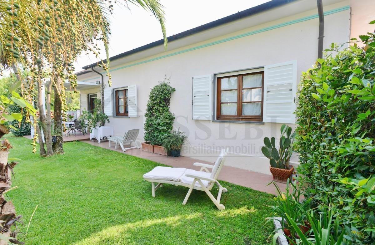 Soluzione Semindipendente in affitto a Pietrasanta, 5 locali, Trattative riservate | Cambio Casa.it