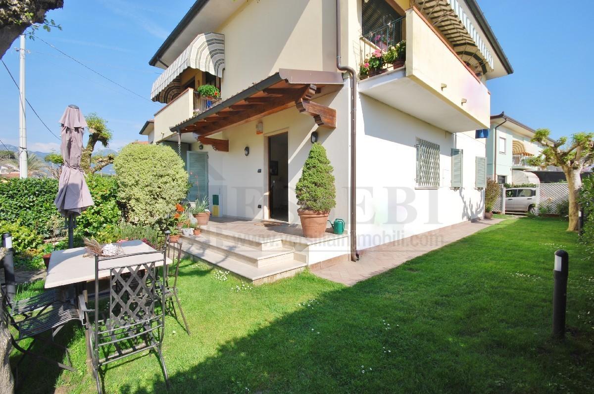 Appartamento in affitto a Pietrasanta, 5 locali, Trattative riservate | CambioCasa.it
