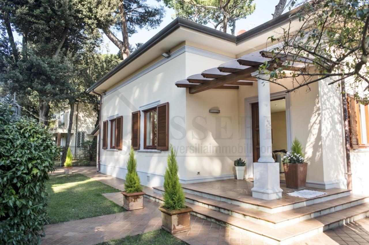 Villa in affitto a Pietrasanta, 11 locali, Trattative riservate | Cambio Casa.it