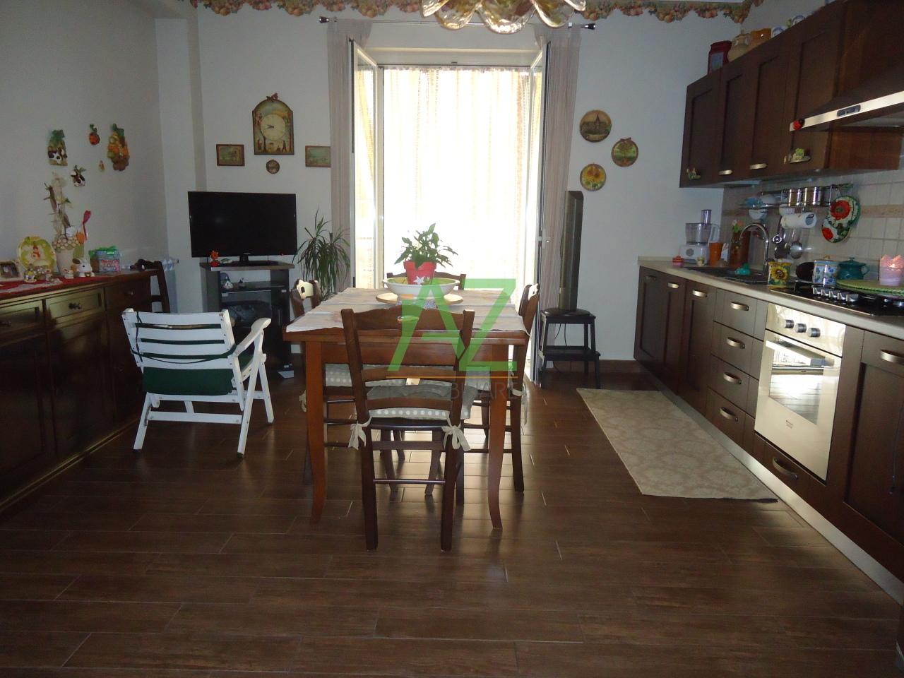Appartamento in vendita a Aci Catena, 5 locali, prezzo € 195.000 | Cambio Casa.it