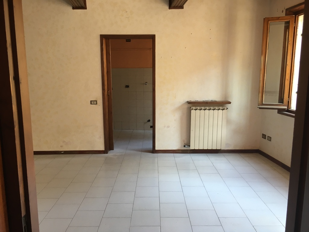 Bilocale Collecchio Via Spezia  82 11