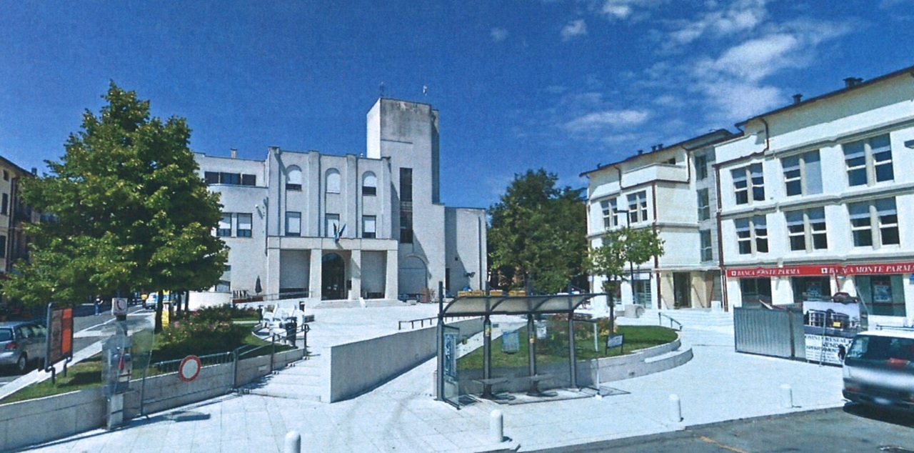 Soluzione Indipendente in vendita a Medesano, 10 locali, prezzo € 210.000 | Cambio Casa.it