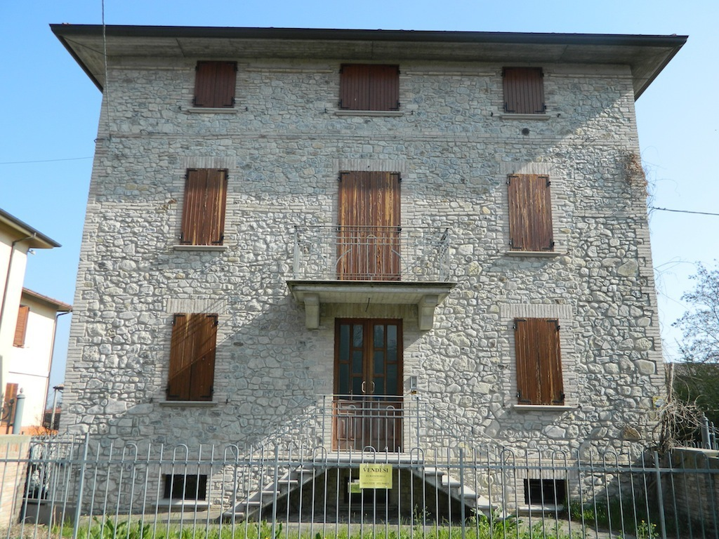 Appartamento in vendita a Traversetolo, 3 locali, prezzo € 250.000 | Cambio Casa.it