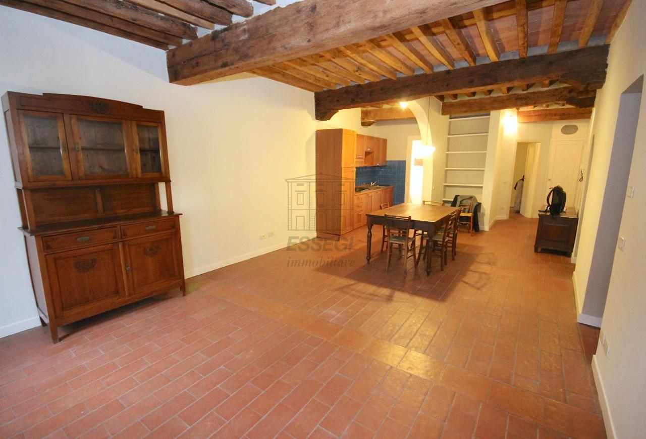 Appartamento in vendita a Lucca, 4 locali, prezzo € 280.000 | Cambio Casa.it