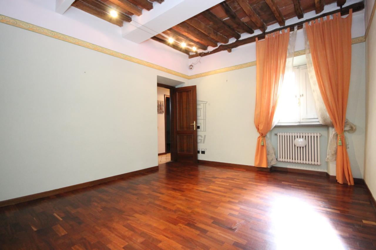 affitto appartamento lucca   650 euro  5 locali  80 mq