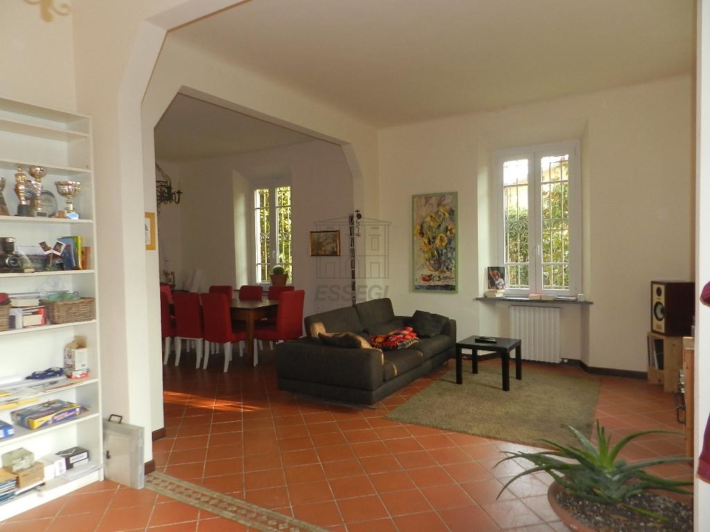 Soluzione Indipendente in affitto a Lucca, 6 locali, prezzo € 1.300 | CambioCasa.it