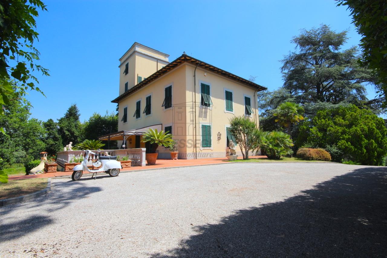 vendesi prestigiosa villa vicinanze centro storico
