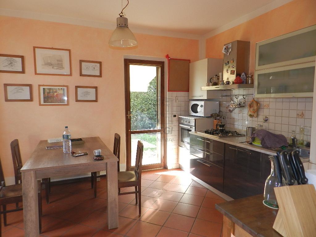 Soluzione Indipendente in affitto a Lucca, 5 locali, prezzo € 700   Cambio Casa.it