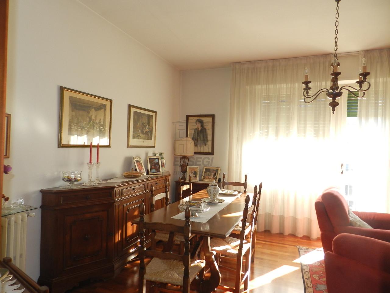Appartamento in vendita a Lucca, 6 locali, prezzo € 180.000 | Cambio Casa.it