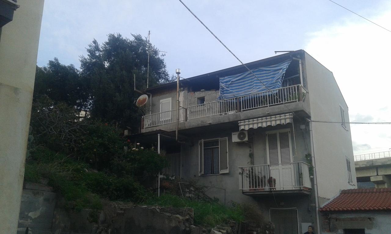 Appartamento in vendita a Bova Marina, 7 locali, prezzo € 98.000 | Cambio Casa.it