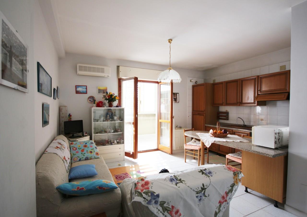Appartamento in affitto a Quartu Sant'Elena, 3 locali, prezzo € 550 | CambioCasa.it